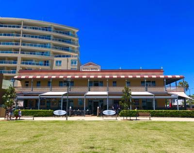 Beachhouse Cafe and Bar - image 3