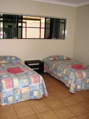 Black Nugget Hotel Motel room