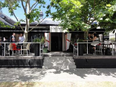Black Tom's Restaurant & Bar - image 1
