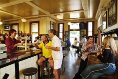 Breakfast Creek Hotel - image 2