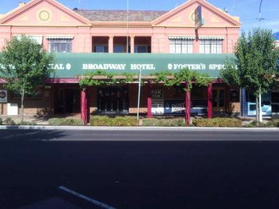 Broadway Hotel - image 1