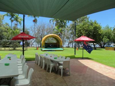 Bushland Beach Tavern - image 2