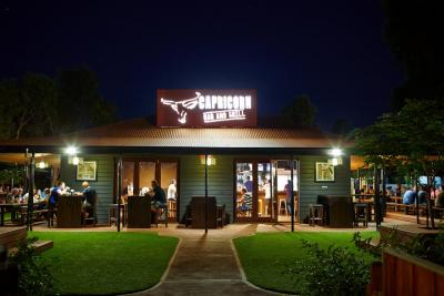 Capricorn Bar & Grill - beer garden al fresco