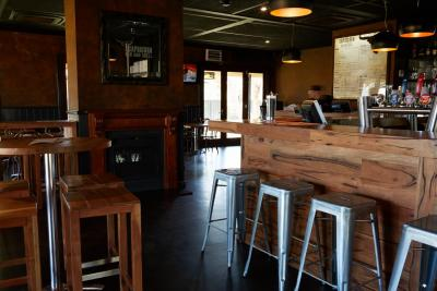 Capricorn Bar & Grill - Modern bar air conditioned
