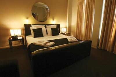 Clarendon Hotel - image 2
