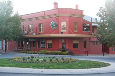 Commercial Hotel - image 2