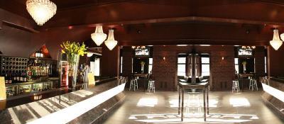Court Hotel - image 2