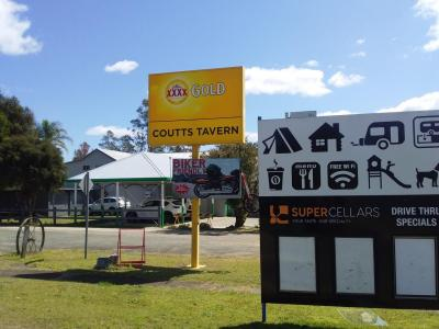 Coutts Tavern - image 11