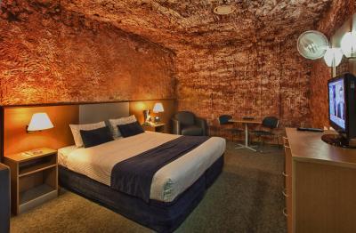 Desert Cave Hotel Motel - image 3