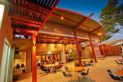 Gol Gol Hotel - image 2