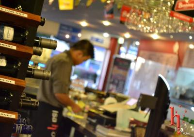 Isa Hotel Rodeo Bar & Grill