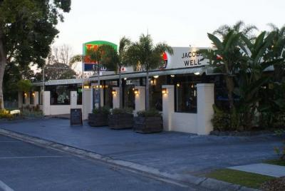 Jacobs Well Bayside Tavern - image 1