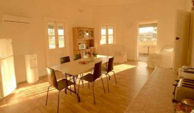 Private upstairs Breakfast / Guest room with balcony access - Available for Meeting Room