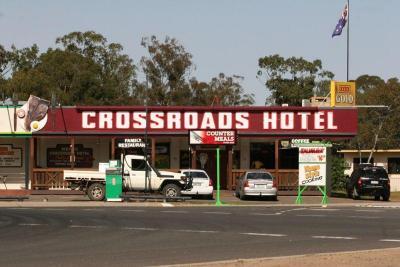 Moonie Crossroads Hotel - image 2