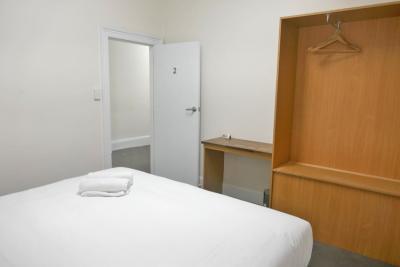 O'Keefes Hotel - image 3