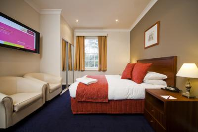 Olims Canberra Hotel - image 2