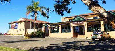 Overlander Hotel Motel - image 2