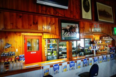 Oxford Sports Bar - image 2