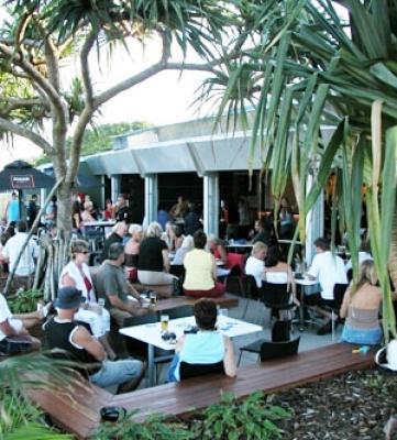Peregian Beach Hotel - image 2