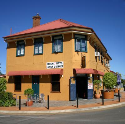 Phoenix Hotel - image 1