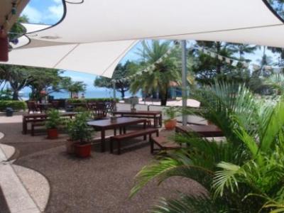 Picnic Bay Pub - image 3