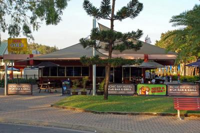 Picnic Bay Pub - image 4