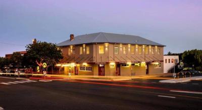 Pier Hotel - image 1