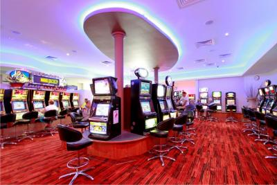 Reef Gateway Hotel Gaming Room Pokies Keno TAB