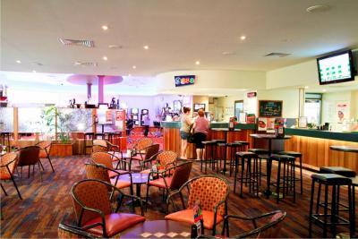 Reef Gateway Hotel Lounge Bar