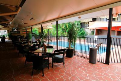 Reef Gateway Hotel Poolside