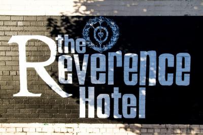 Reverence Hotel - image 2