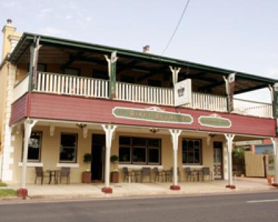 River Royal Inn