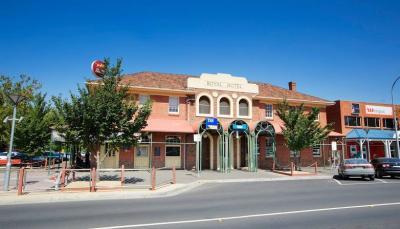 Royal Hotel Sunbury - image 1