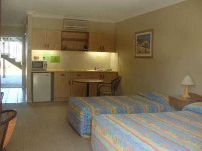 Shamrock Hotel - image 2
