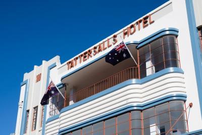 Tattersalls Hotel - image 2
