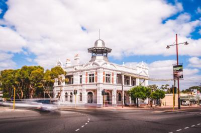 The Guildford Hotel - image 1