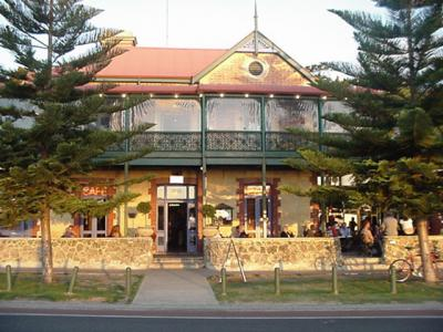 The Left Bank Cafe and Bar - image 1
