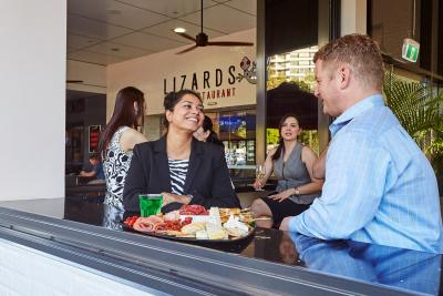 The Lizard Bar and Restaurant - image 4