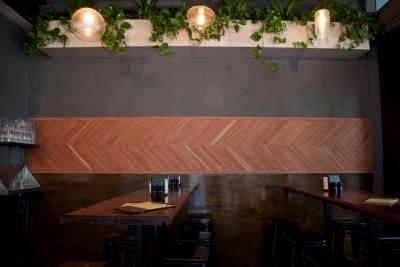 Tomahawk Bar - image 1