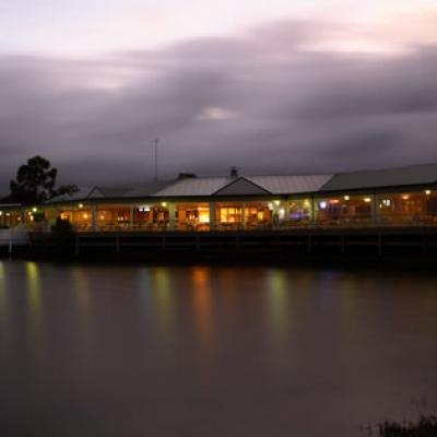 Waterfront Hotel - image 1