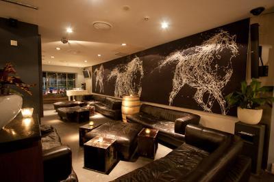 Whitehorse Hotel - image 2