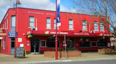 Woolpack Hotel - image 1
