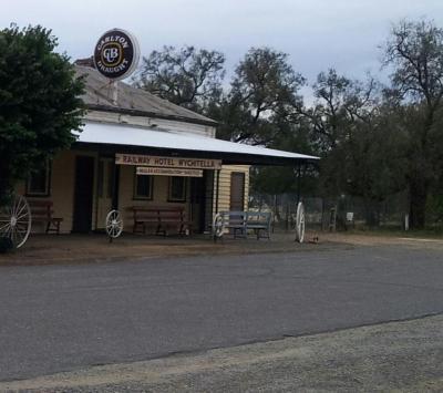 Wychitella Railway Hotel - image 1