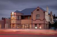 Cross Keys Hotel - image 1