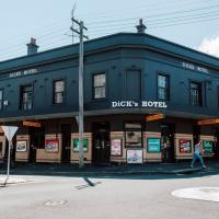 Dicks Hotel - image 1