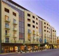 Mantra Hindmarsh Hotel