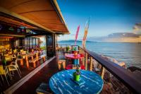 Longboard Bar and Grill - image 1