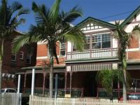 Maclean Hotel
