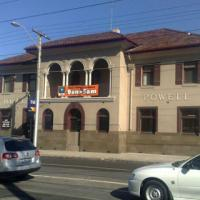 Powell Hotel - image 1
