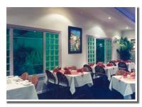 Queens Beach Motor Hotel - image 3